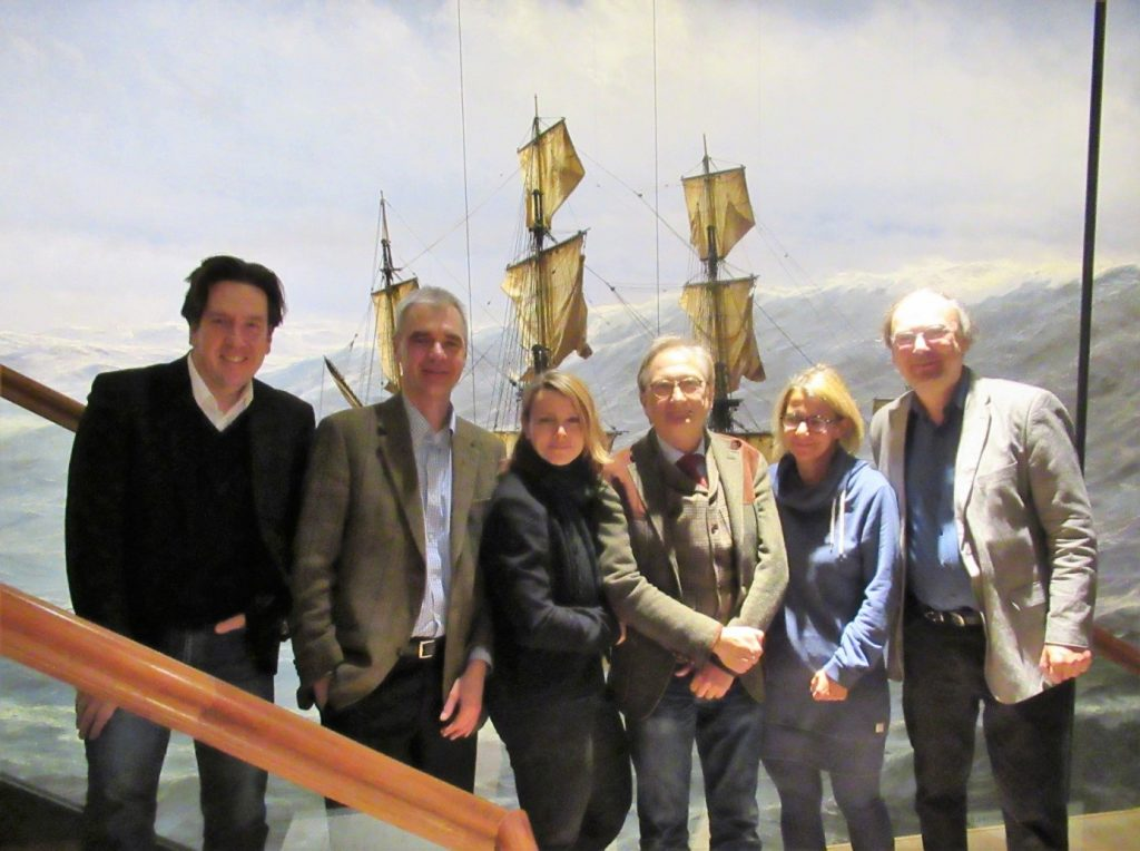 Das neue Vorstandsteam ist in Hamburg an Bord gegangen.